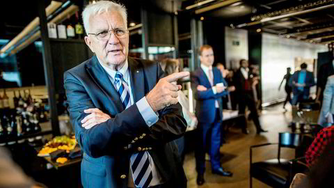 Hurtigrutens styreleder Trygve Hegnar erklærte tirsdag sin og styrets tillit til konsernsjef Daniel Skjeldam, som Hegnar selv hentet inn til selskapet som sjef. Her fra pressekonferansen høsten 2014 da britiske TDR Capital kjøpte 80 prosent av selskapet.
