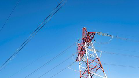 Etter en sommer med svært lave strømpriser grunnet en mye nedbør og snø i fjellet, stiger nå prisene igjen.