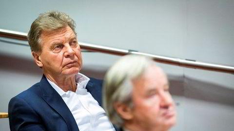 Bjørn H. Kise (bakerst) har alltid vært Norwegian-sjef Bjørn Kjos' nærmeste forretningspartner i fly og bank, og Kise var mangeårig styreleder i Bank Norwegian. Nå har Kise i det stille solgt seg ned i banken, sammen med to andre forretningspartnere.