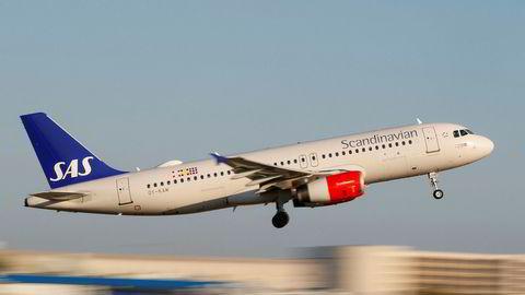Et SAS-fly av typen Airbus A320-200 tar av på flyplassen i Palma de Mallorca.