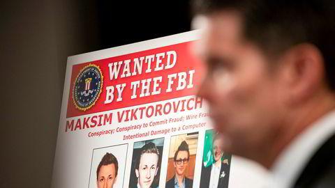 Dette er FBIs etterlysningsplakat for den russiske 33-åringen Maksim Yakubets, en av verdens mest fryktede hackere. USA har utlovet en dusør på fem millioner dollar for opplysninger som kan føre til at han blir pågrepet.