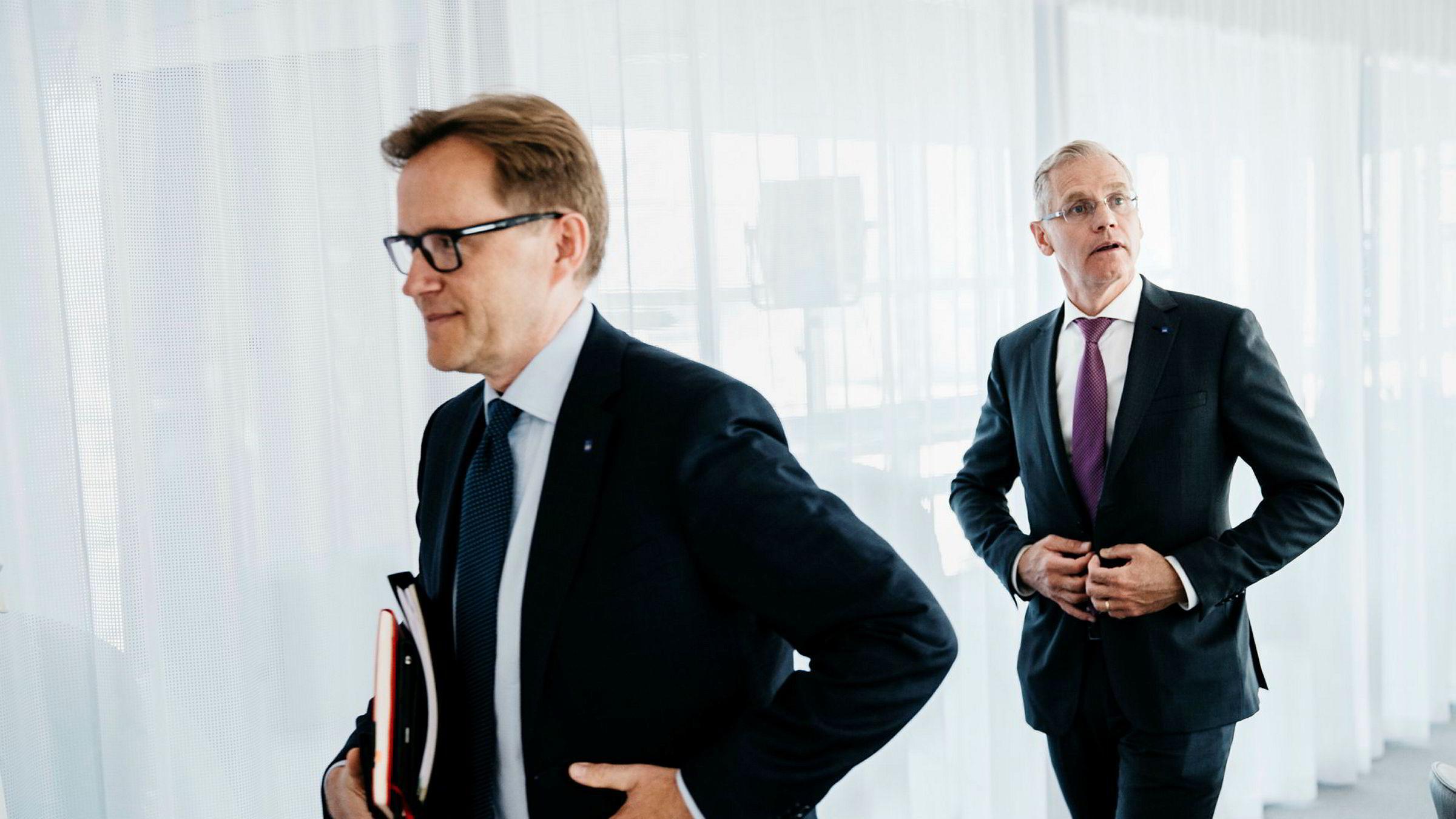 SAS' nye finansdirektør Torbjørn M. Wist (fra venstre) og toppsjef Rickard Gustafson vil ikke dele detaljer om flybonuskundene med arbeidsgivere eller skattemyndighetene.