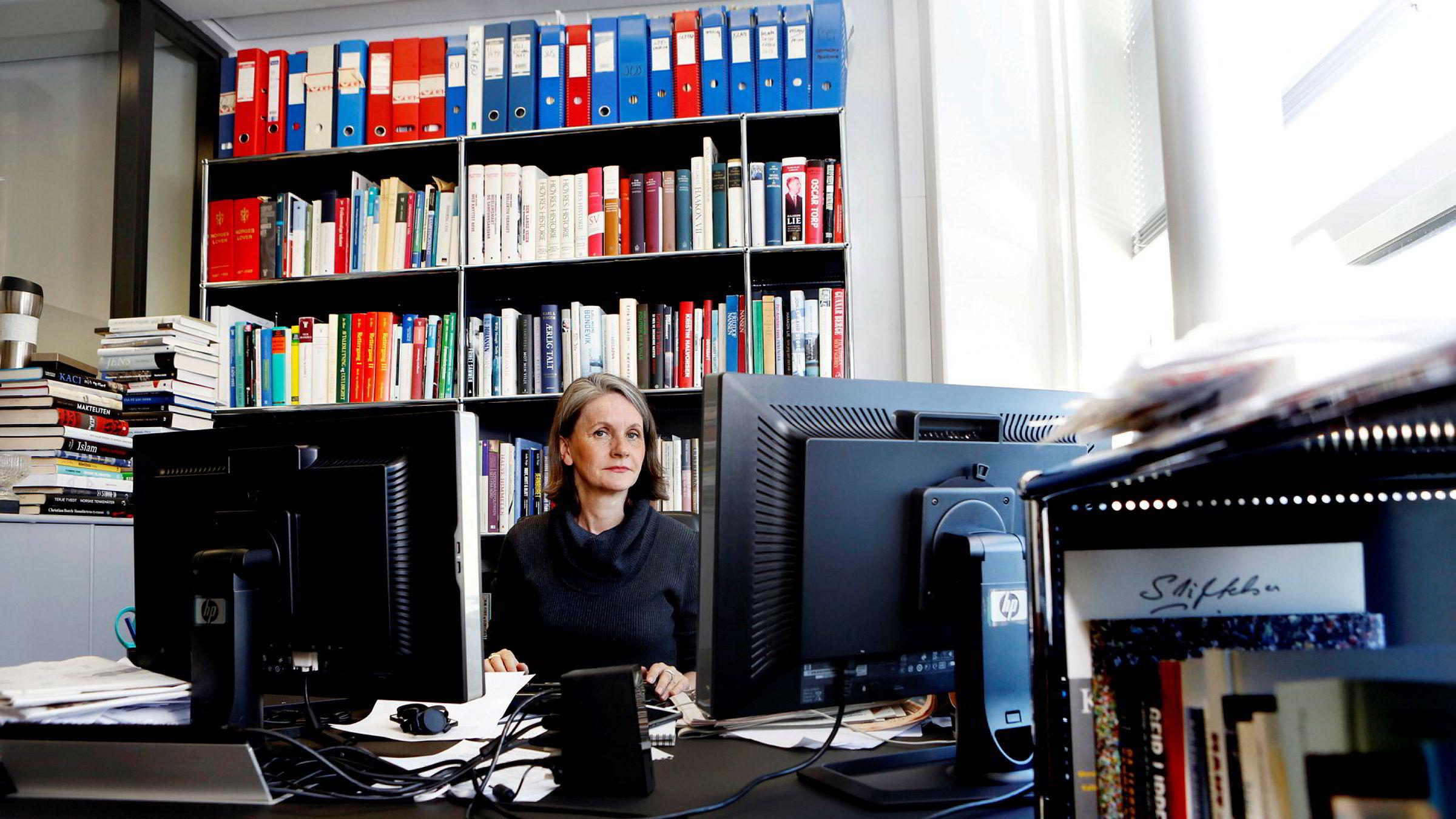 VGs politiske redaktør Hanne Skartveit sier de i fremtiden vil vurdere å opplyse om hvem deres kommentator er gift med, om han skal kommentere rusfeltet.