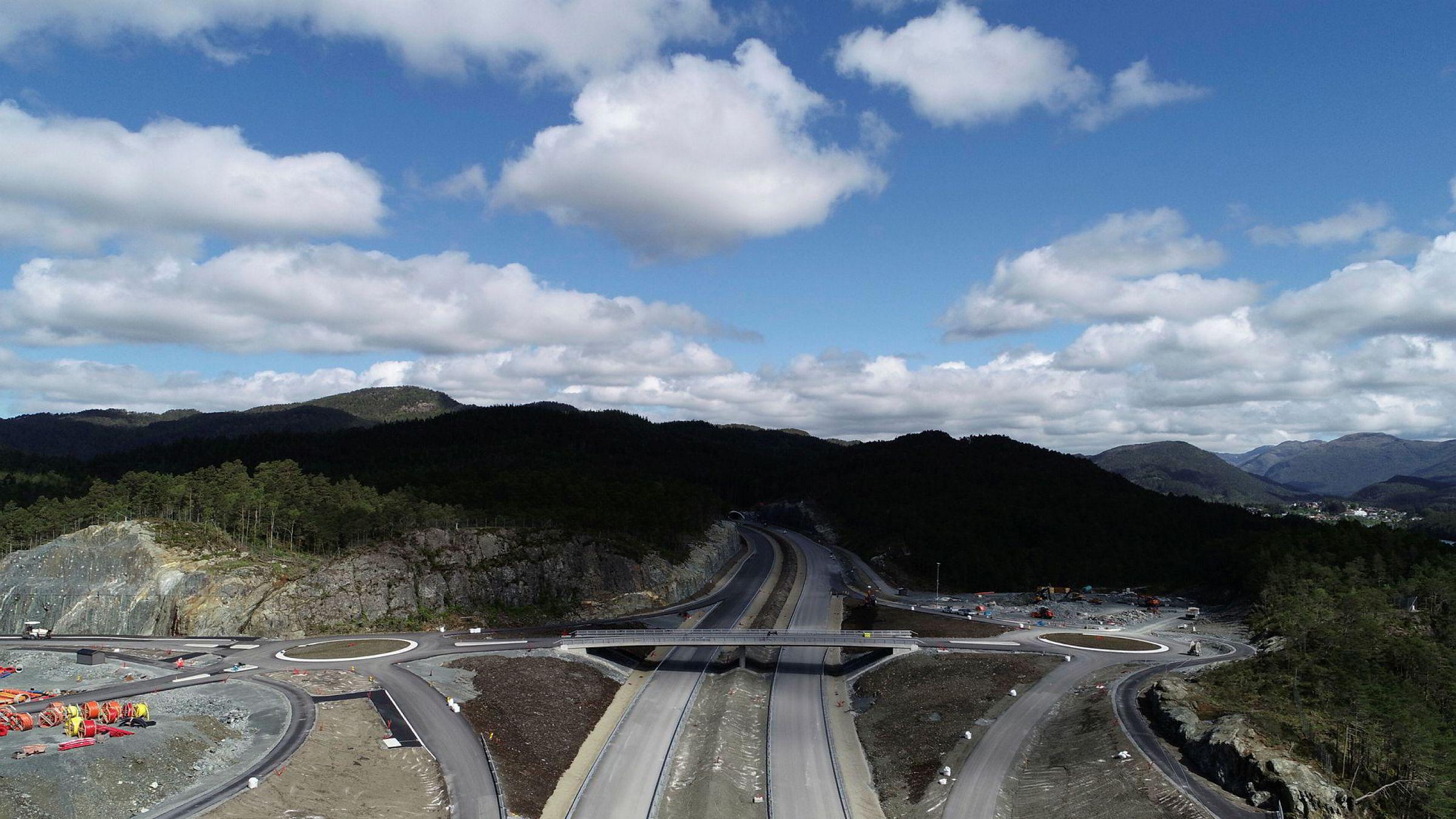 Veidekke mener tidsfristen for bygging av blant annet den 9,2 kilometer lange Lyshorntunnelen er for kort.