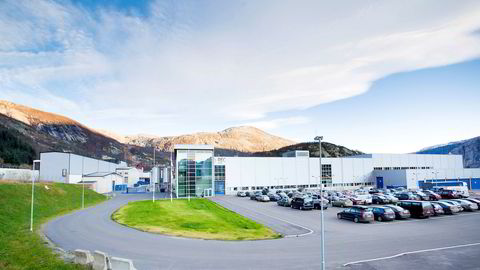 Norwegian Crystals produserer industriproduktene sine i de tidligere lokalene til Rec Wafer Multi i Glomfjord.