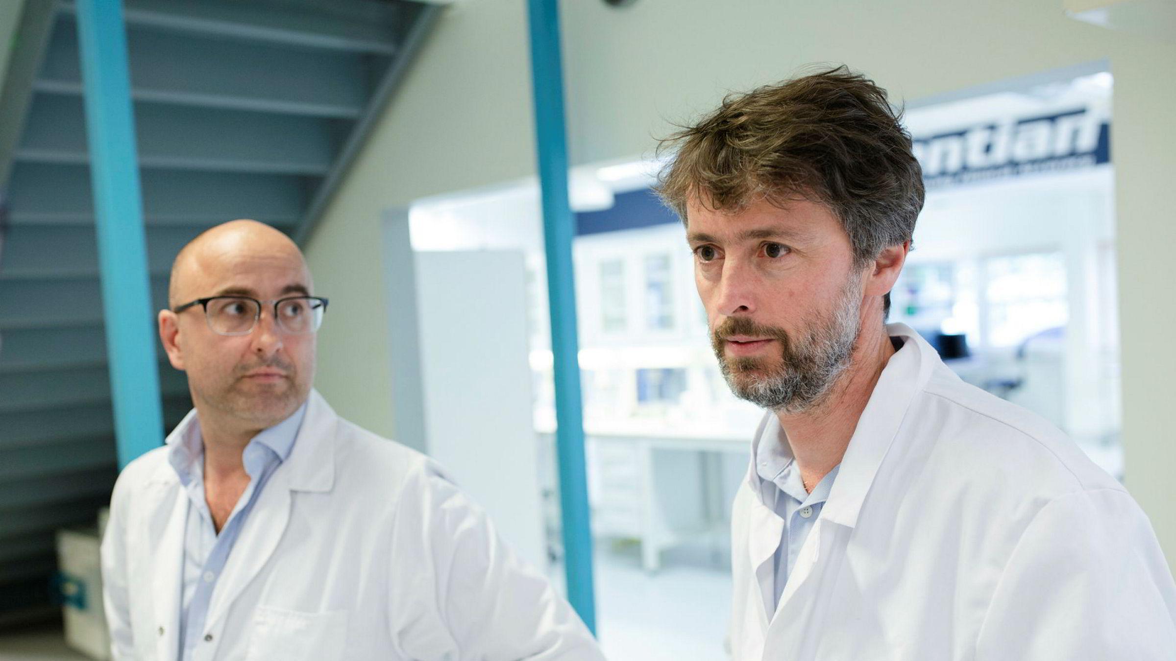 Administrerende direktør Bård Sundrehagen (til høyre) og finansdirektør Njaal Kind i Gentian Diagnostics.