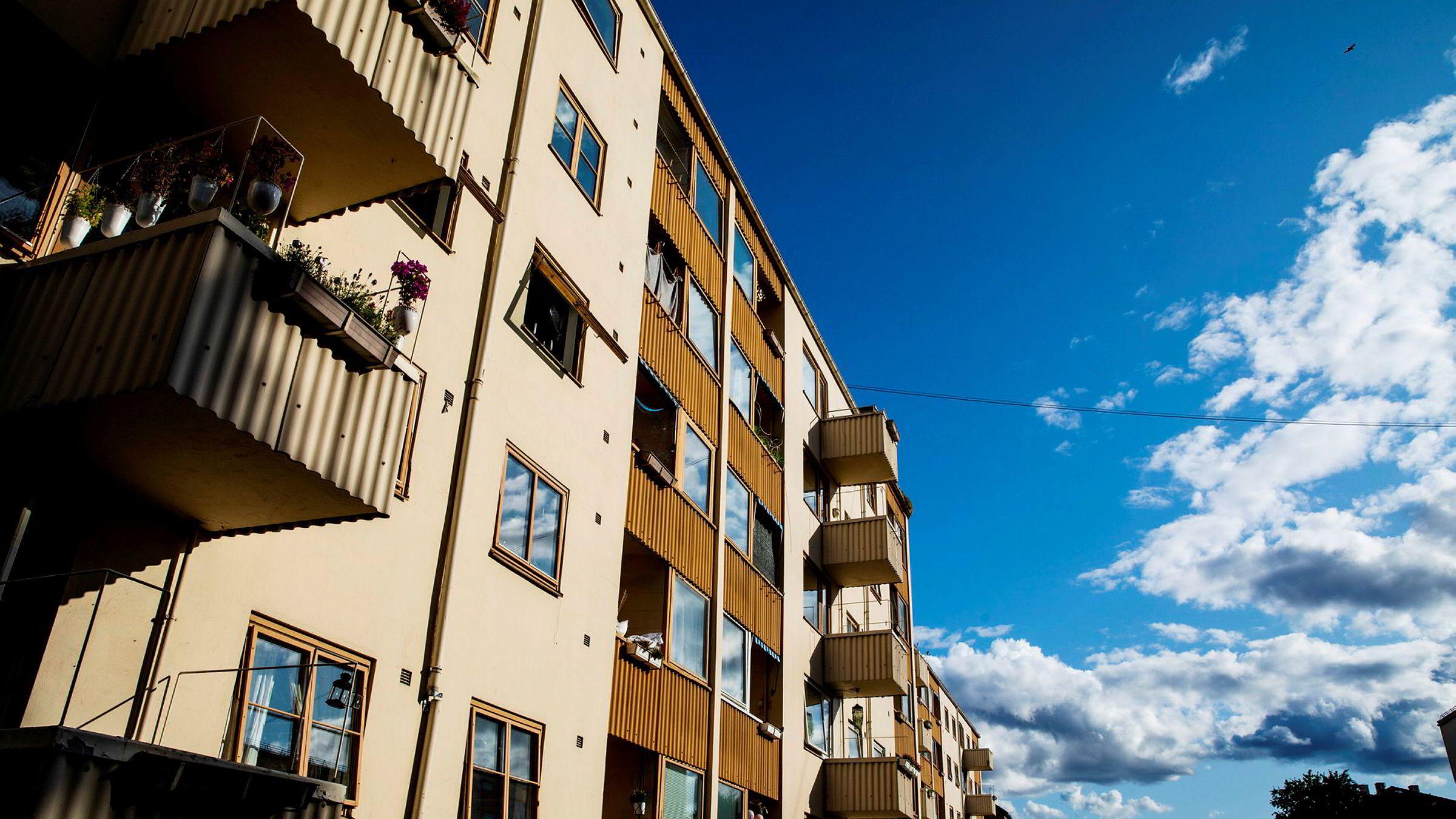 De store eiendomsmeglerkjedene rapporterer om et brennhett boligmarked i juni. Bildet viser bygårder i Oslo.