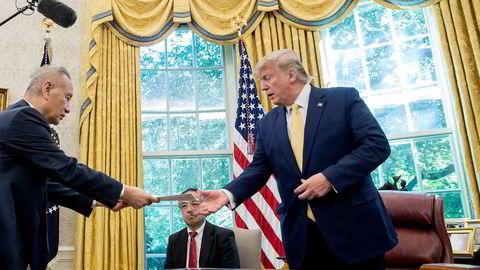 Kinas visestatsminister Liu He hadde med seg et brev til USAs president, Donald Trump, i Det hvite hus fredag. En kinesisk delegasjon var i Washington for å diskutere bilateral handel.