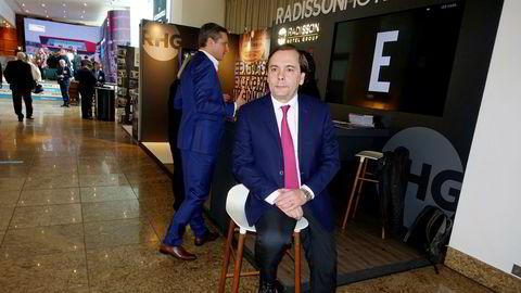 Federico J. González, konsernsjef i nye Radisson Hotel Group, sier han sover godt om natten selv om de kinesiske eierne er i alvorlig trøbbel.