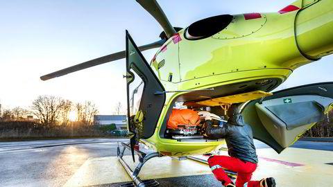 – Det er iverksatt en rekke hastetiltak for å avhjelpe de pågående utfordringene med redusert beredskap i luftambulansetjenesten, svarer helseminister Bent Høie (H) på spørsmålet om kostnadsbruk i luftambulanse-saken.