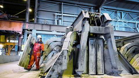 Norsk BNP falt 6,4 prosent i mars, ifølge SSB. Her er fra Hydros anlegg for produksjon av aluminium på Karmøy.