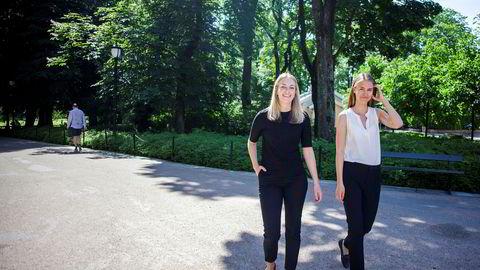 NHH-studentene Caroline Dehlimarken (til venstre) og Emilie Marie Flaate har skrevet masteroppgave om siviløkonomer i ledelsen i offentlige virksomheter.