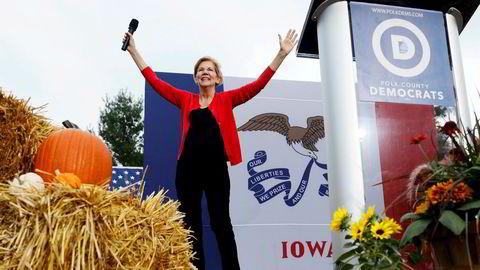 Senator Elizabeth Warren har tatt ledelsen på meningsmålingene i Iowa. Her på et valgmøte i Polk County i Iowas delstatshovedstad Des Moines nå i helgen.