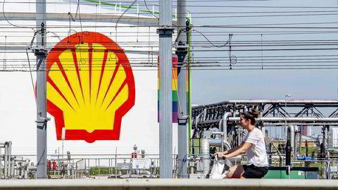 Både Total og Shell tar nå utgangspunkt i en pris på Brent-nordsjøolje på 35 dollar fatet i 2020, stigende til 40 dollar neste år, 50 dollar per fat i 2022 og 60 dollar per fat i 2023.