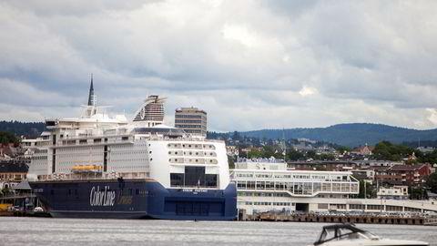 Avgjørelsen om omflagging av to av Color Lines Kiel-ferger er utsatt fra tirsdag til torsdag denne uken. Her er fergen i Oslo.
