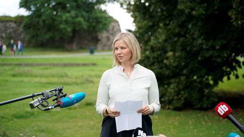 Guri Melby møter pressen etter at valgkomiteen i Venstre har innstilt henne til vervet som ny partileder.