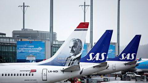 – Etterspørselssituasjonen er veldig usikker, og billettprisen kan bli flyselskapenes lokkemiddel for å få fylt flyene hvis passasjerenes reiselyst i første omgang er lav, skriver analytiker Jacob Pedersen i Sydbank.