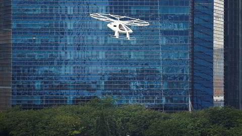 Et Volocopter lufttaxi vises frem i Singapore.
