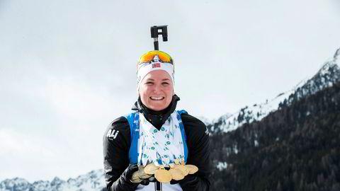 Marte Olsbu Røiseland med syv medaljer fra VM etter fellesstart 12,5 km kvinner under VM i skiskyting 2020 i Anterselva.