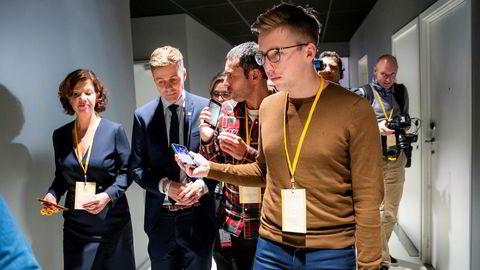 Lars Joakim Skarvøy (til høyre), her på jobb for VG.