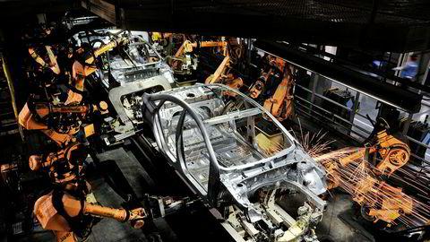 En Hyundai Sonata blir satt sammen av roboter på en fabrikk i Alabama.