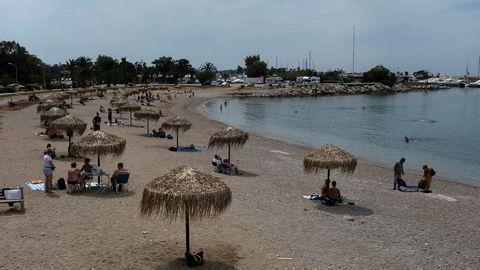 Hellas har gradvis begynt å lette på covid-19-tiltakene. Her fra en strand i Glyfada utenfor Aten forrige søndag.