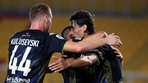 Etter å ha blitt insolvent og sendt ned i fjerde divisjon i 2015 kom Parma tilbake i toppdivisjonen Serie A i 2018, etter tre opprykk på rad. Nå kan klubben få nye, amerikanske eiere. Avbildet er Parma-spillere i en kamp mot Lecce i august.