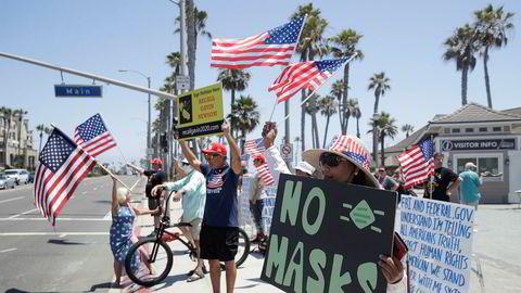 Demonstrasjon mot nye tiltak i California.