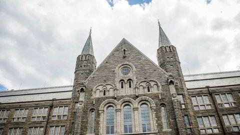 Hovedbygningen til Norges teknisk-naturvitenskapelige universitet, NTNU på Gløshaugen i Trondheim.