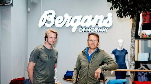 Bergans-sjef Jan Tore Jensen og finansdirektør Jan-Martin Holmen måtte brette opp ermene for å få gjennomført omstillingen mens krisen i sportsbransjen bare eskalerte. Her er de i en av de egeneide butikkene som er opprettet for å drive direktesalg på siden av de tradisjonelle sportskjedene.