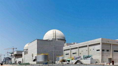 De forente arabiske emirater benekter at dette kjernekraftverket skal ha vært mål for et angrep fra Houthi-militsen i Jemen. Houthi-militsen på sin side hevder de skjøt et missil mot anlegget.