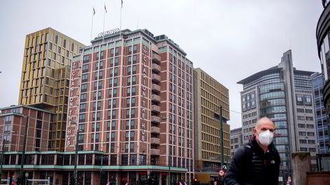 Tre av fire hotellrom sto tomme hver eneste natt i Oslo i september. I bakgrunnen Norges største hotell, Clarion the Hub.
