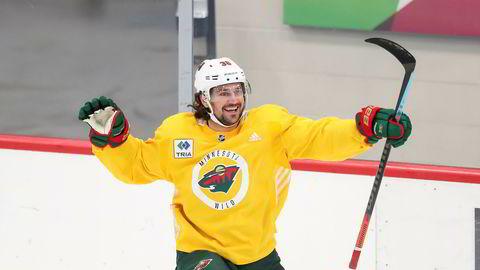 Mats Zuccarello under en trening tidligere i juli. NHL-sesongen ble, som mange andre idretter, satt på vent på grunn av korona. Natt til mandag er Oslo-mannen tilbake på isen når hans Wild møter Vancouver Canucks til kvalifisering til sluttspillet Stanley Cup.