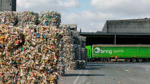 Mye av det produsentene leverer av plastavfall lar seg ikke gjenvinne, skriver artikkelforfatteren. Her ser vi norsk plastavfall ankomme sorteringsanlegget Dela i Beckum i Nord-Tyskland.