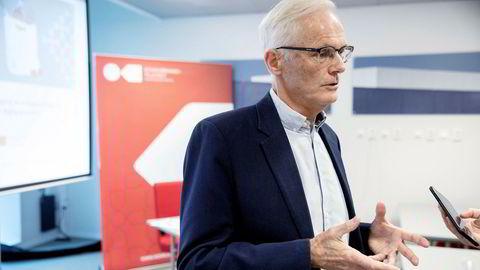 Konkurransedirektør Lars Sørgard advarer mot en lovendring som kan stå i veien for lavere nettleie i små nettselskap i distriktene.
