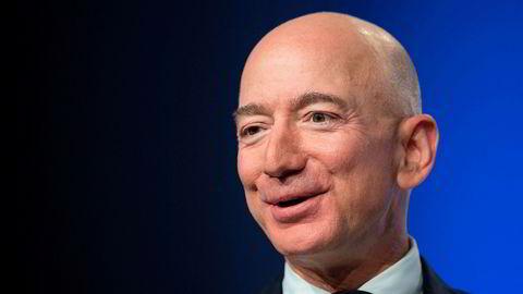 Amazon-grunnlegger og toppsjef Jeff Bezos har hatt flere milliarder grunner til å smile dette halvåret. Her er han avbildet på en konferanse i forbindelse med markeringen av 50-årsjubileet for månelandingen i fjor sommer.