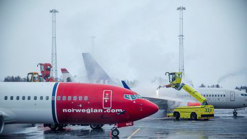 Norwegian stuper på Oslo Børs mandag etter at en milliard nye aksjer ble frigjort på markedet etter gjeldskonverteringen.