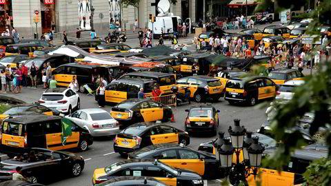 Sommeren 2018 streiket taxisjåfører i Barcelona i protest mot at myndighetene godkjente tusenvis av løyver til private transporttjenester som Uber og spanskeide Cabify. Streiken spredte seg etter hvert til hele Spania.