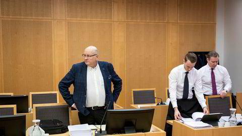 Ølen Betong-grunnlegger Atle Berge (t.v.) i Oslo tingrett, sammen med sine advokater Andreas Alexander Johansen og Per M. Ristvedt (t.h.).
