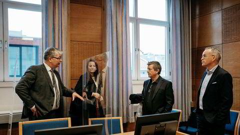 Lars Helge Helvig (nummer to fra høyre) er Norges største private vindkraftutbygger. Nå kjemper han i retten mot sin tidligere partner. Her er han sammen med advokat Hugo Pedersen Matre (til venstre) advokatfullmektig Eline Vik Grøvdal og daglig leder Per Ove Skorpen i Norsk Vind Energi.