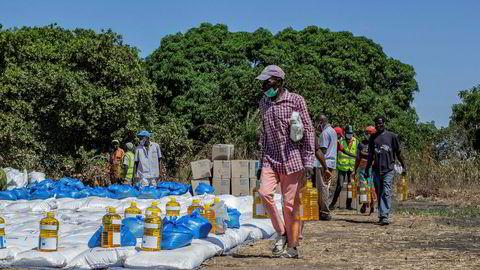 Matvarehjelp fra FNs World Food Programme (WFP) for internflyktninger i Cabo Delgado-provinsen i Pemba i Mosambik,