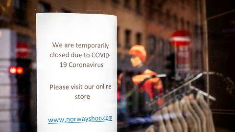Stengt butikk i nedre del av Karl Johans gate.