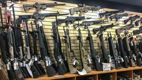 Storbyer går til sak om strid om håndhevelse av våpenlisenser i USA.