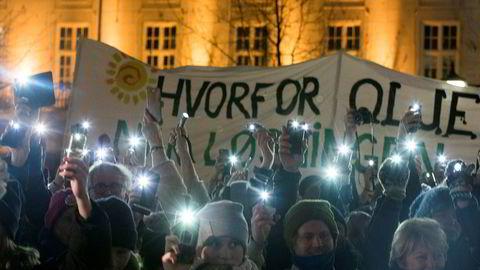 Støttemarkeringer for klimasøksmålet mot staten ble arrangert mange steder i landet i november i fjor, her på Eidsvolls plass i Oslo.