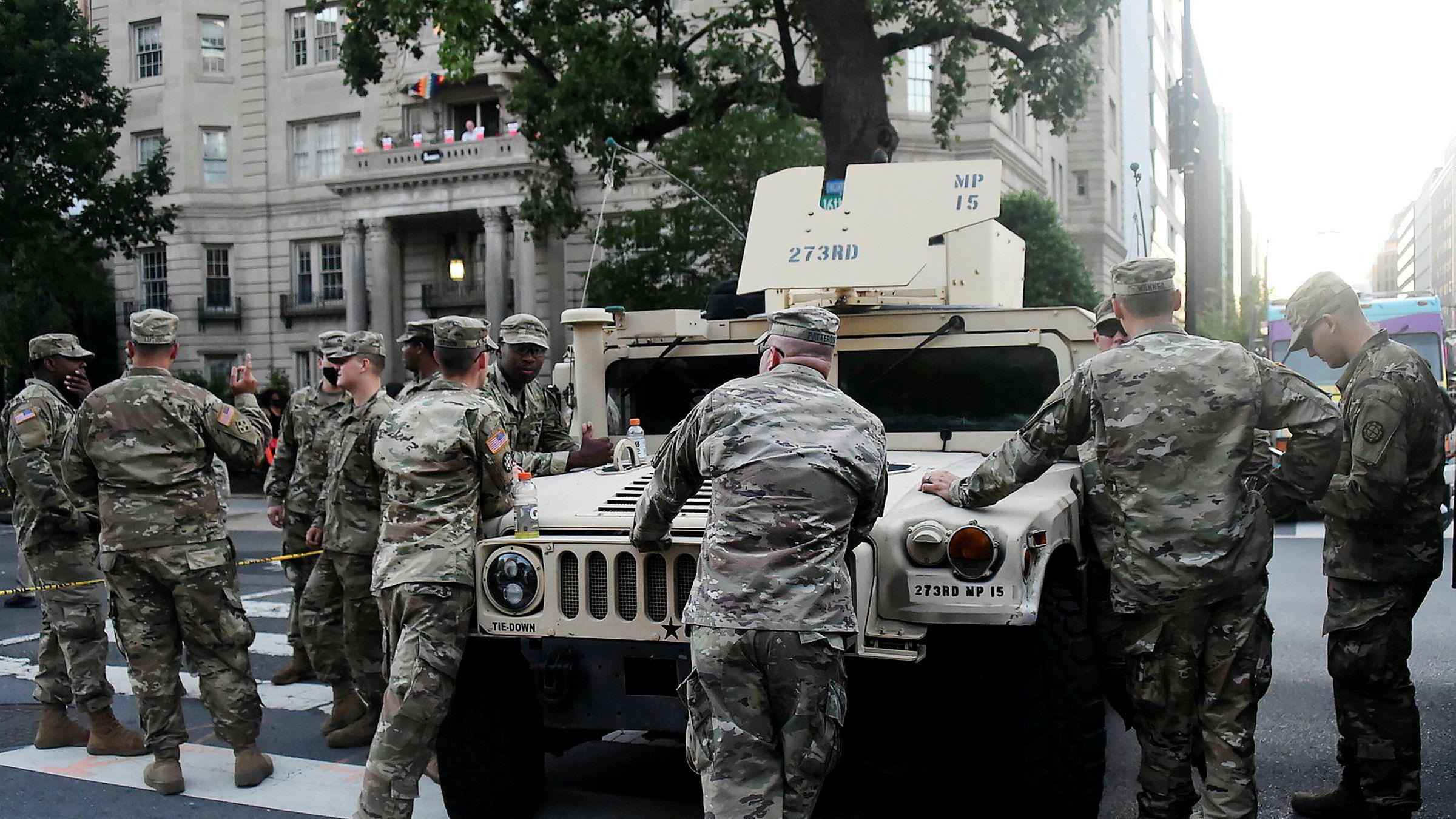 Nasjonalgarden i USA fotografert nær Det hvite hus i Washington, D.C. sist søndag.
