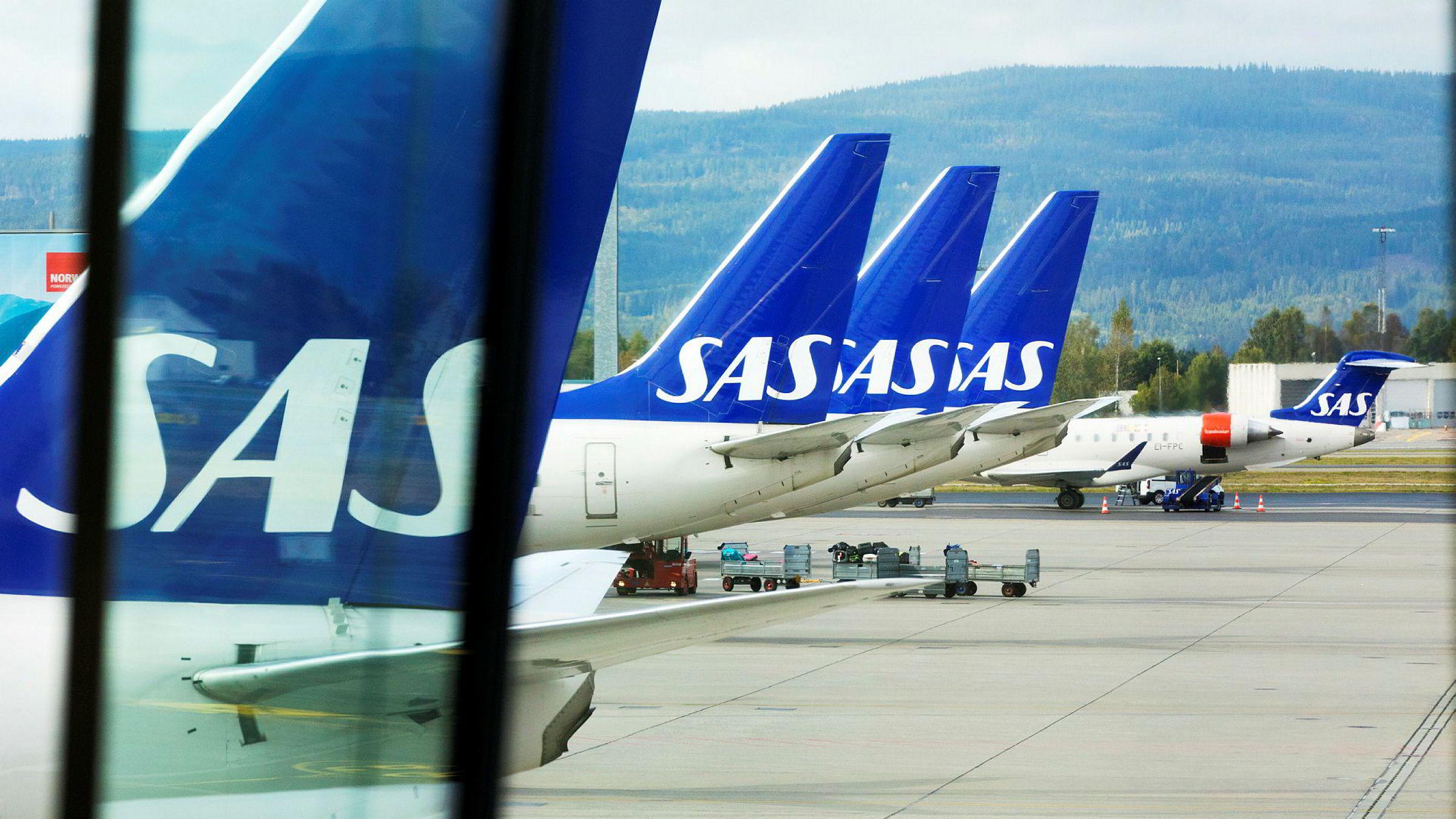 SAS fly som står ved gaten på Gardermoen onsdag.