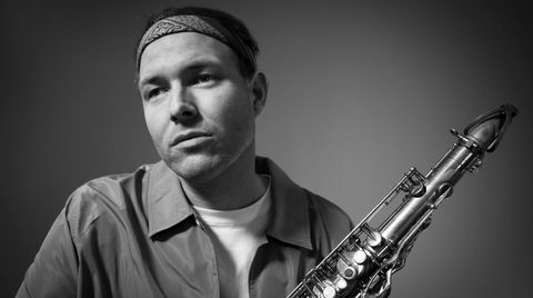 Saksofonist Harald Lassen fra Greipstad i Songdalen utenfor Kristiansand utfordrer sjangergrensene på sitt nye album.