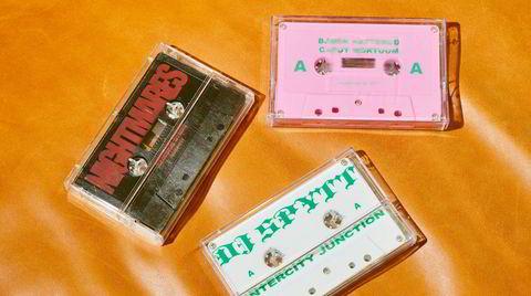Kassett på maken. Magne Strand Lyngvær og Ronny Hammerstad i Frøya Records kuraterer og gir ut eksperimentell musikk på kassett.