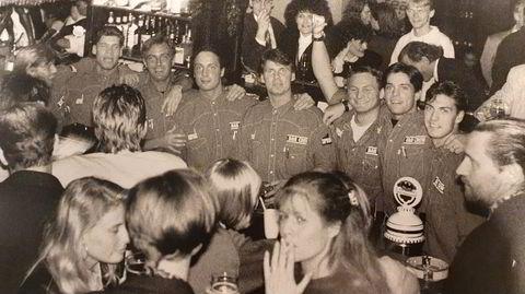 Partysvensker. Takten, temperaturen og profesjonaliteten økte i Oslos uteliv da en gjeng arbeidssomme svensker fra Gävle overtok baren med noen intense års økt på Barock i Universitetsgaten.