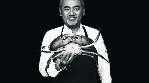Kaptein klo. Stjernekokk Dharshan Munidasa serverer krabber i alle størrelser og smaksvarianter på Ministry of Crab i Sri Lankas hovedstad, Colombo. Den største er på rundt to kilo og går under navnet Crabzilla